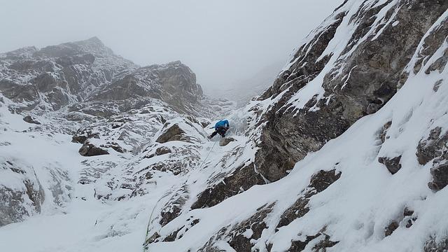 mixed-climbing-1204219_640