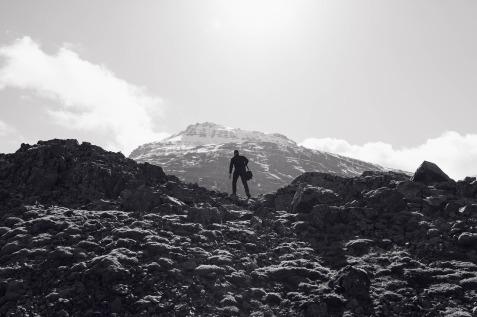 mountain-climbing-768813_1280